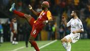 Galatasaray's Dutch forward Ryan Babel (L) controls the baduring the UEFA Champions League group A football match between Galatasaray and Real Madrid on October 22, 2019 at the Ali Sami Yen Spor Kompleksi in Istanbul. (Photo by Gokhan KILICER / AFP) (Photo by GOKHAN KILICER/AFP via Getty Images)