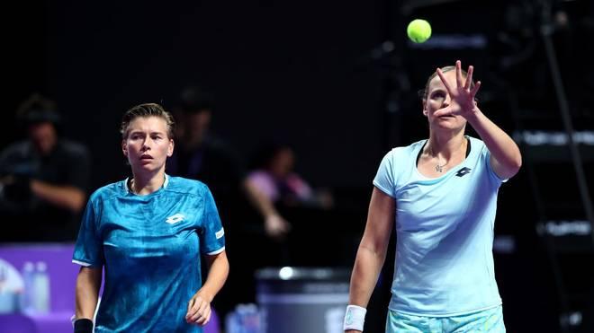 Anna-Lena Grönefeld (R) und Demi Schuurs stehen im Halbfinale