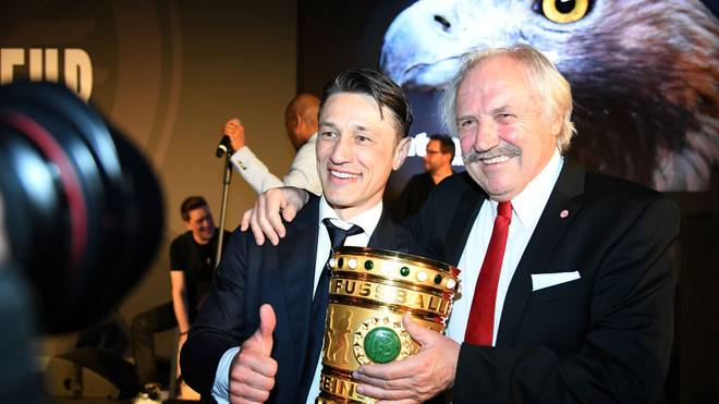 Dragoslav Stepanovic (r.) feiert Frankfurts Tirumph DFB-Pokal 2018 mit dem damaligen Eintracht-Coach Niko Kovac