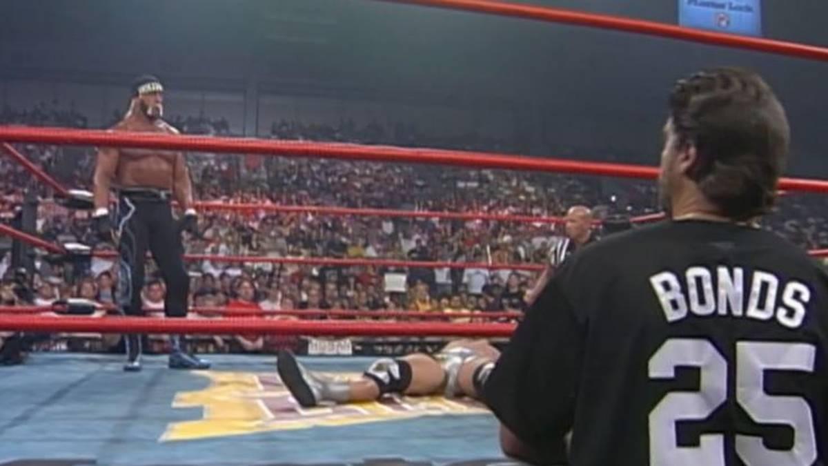 Jeff Jarrett legte sich für Hulk Hogan hin, Vince Russo warf den Gürtel in den Ring