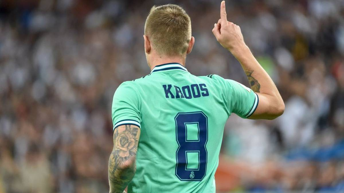 Real Madrid's German midfielder Toni Kroos celebrates his goal during the Spanish Super Cup semi final between Valencia and Real Madrid on January 8, 2020, at the King Abdullah Sport City in the Saudi Arabian port city of Jeddah. (Photo by FAYEZ NURELDINE / AFP) (Photo by FAYEZ NURELDINE/AFP via Getty Images)