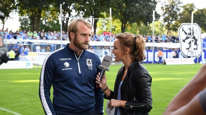 SPORT1-Moderatorin Nele Schenker und 1860-Coach Daniel Bierofka.