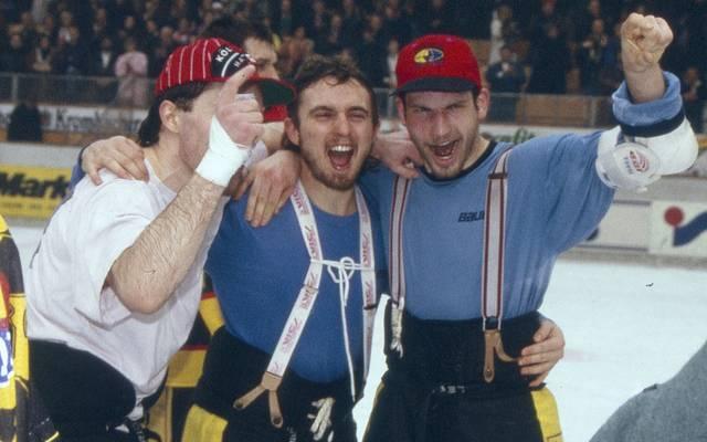 Die Kölner Haie mit Andreas Pokorny (M.) und Mirko Lüdemann (r.) wurden 1995 erster DEL-Meister