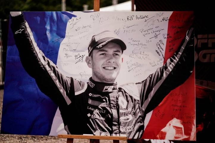 Die Trauer um Formel-2-Pilot Anthoine Hubert ist am Sonntag in Spa allgegenwärtig