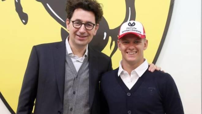 Mick Schumacher wurde an der Ferrari Driver Academy vom neuen Ferrari-Teamchef Mattia Binotto begrüßt.