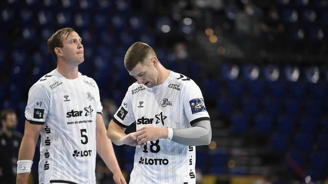 Niclas Ekberg (r., hier mit Sander Sagosen) fällt beim THW Kiel bis zur nächsten Saison aus