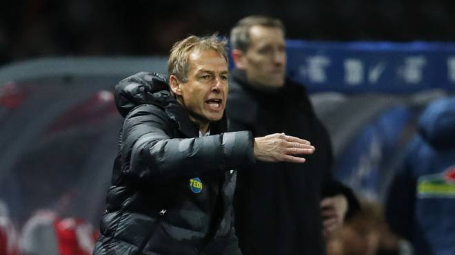 BERLIN, GERMANY - DECEMBER 14: Jurgen Klinsmann, Head Coach of Hertha BSC gives his team instructions during the Bundesliga match between Hertha BSC and Sport-Club Freiburg at Olympiastadion on December 14, 2019 in Berlin, Germany. (Photo by Maja Hitij/Bongarts/Getty Images)