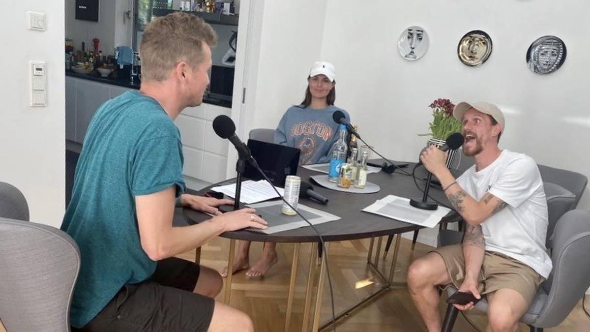 Laura Wontorra und Simon Zoller im Gespräch mit SPORT1-Chefkolumnist Tobias Holtkamp