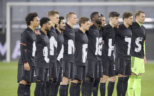 Die deutsche Mannschaft machte sich auch vor dem Island-Spiel für Menschenrechte stark