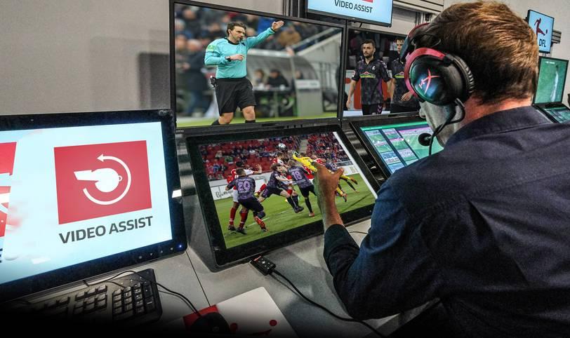 Der Videobeweis sorgte seit seiner Einführung zum Saisonstart in der Bundesliga schon mehrfach für Ärger. Mal streikte die Technik, mal sorgten die Entscheidungen aus Köln für Kopfschütteln, nun der zeitliche Ablauf in Mainz. SPORT1 fasst die wichtigsten Szenen und Probleme mit dem Videobeweis seit Saisonbeginn zusammen