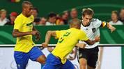 Im WM-Halbfinale trifft Deutschland auf Gastgeber Brasilien. Bislang trafen die Teams nur 21-mal aufeinander. Gegen keine Mannschaft ist die deutsche Bilanz so schlecht: Nur viermal gewann Deutschland - unter anderem beim bis dato letzten Aufeinandertreffen. Doch zwölfmal ging die Selecao als Sieger vom Platz. SPORT1 blickt auf die Duelle zurück