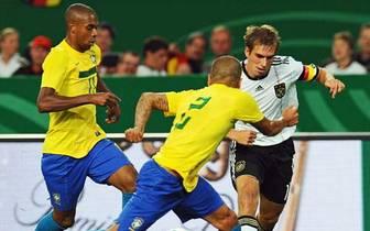 Im WM-Halbfinale trifft Deutschland auf Gastgeber Brasilien. Bislang trafen die Teams nur 21-mal aufeinander. Gegen keine Mannschaft ist die deutsche Bilanz so schlecht: Nur viermal gewann Deutschland - unter anderem beim bis dato letzten Aufeinandertreff