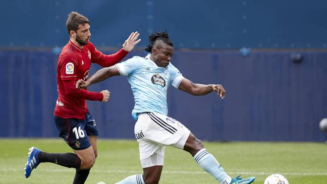 Joseph Aidoo (r. ) setzt auf einen Wechsel zum FC Bayern