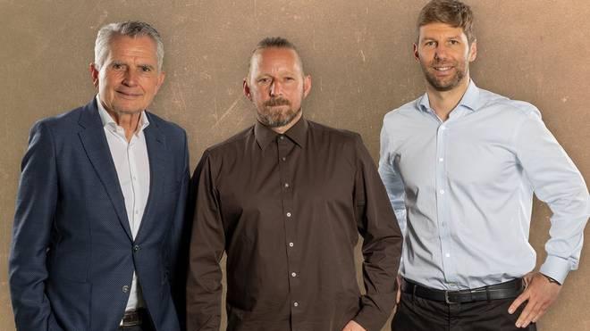 Präsident Wolfgang Dietrich und Vorstand Thomas Hitzlsperger begrüßen Sven Mislintat beim VfB Stuttgart
