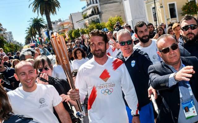 Der britische Schauspieler Gerard Butler trug die Olympische Flamme
