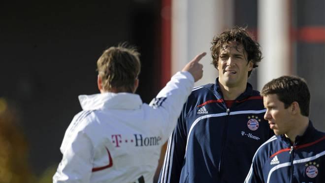 Louis van Gaal zeigt Luca Toni, wo es langgeht