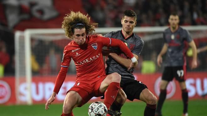 Julian Weigl (r.) liegt mit Benfica Lissabon auf dem zweiten Tabellenplatz