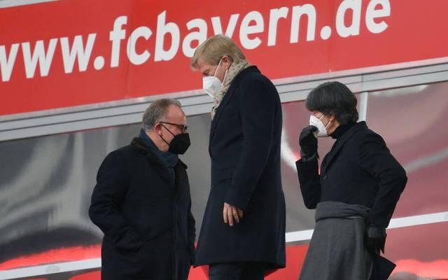 Jogi Löw mit Oliver Kahn und Karl-Heinz Rummenigge  auf der Tribüne der Allianz Arena