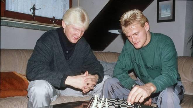 Stefan Effenberg und Jörg Neun spielen Schach