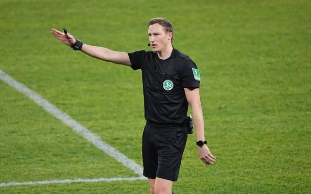 Schiedsrichter Martin Petersen wurde nach einem Fehler als VAR für ein Bundesliga-Spiel abgesetzt