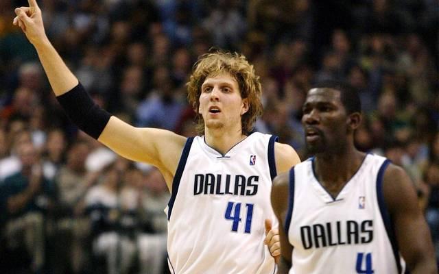 Michael Finley (r.) und Dirk Nowitzki spielten bis 2005 bei den Dallas Mavericks zusammen