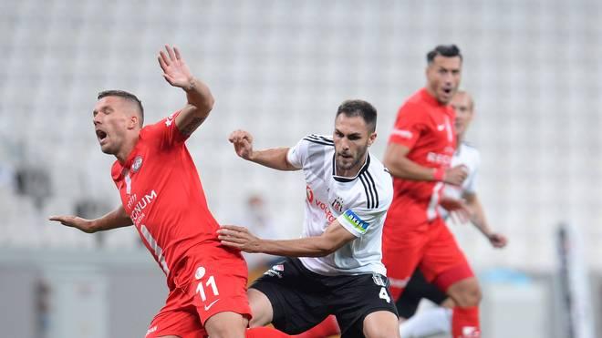 Lukas Podolski (l.) feierte einen Erfolg gegen Besiktas Istanbul