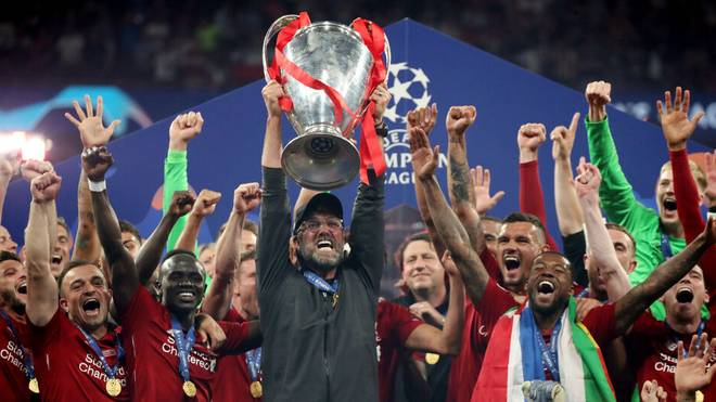 UEFA Champions League Finale 2019 Tottenham Hotspurs - FC Liverpool Spanien, Madrid, 01.06.2019, Finale in Madrid, Tottenham Hotspurs - FC Liverpool (0:2): Jürgen Klopp nach dem Gewinn der Champions League mit dem Pokal