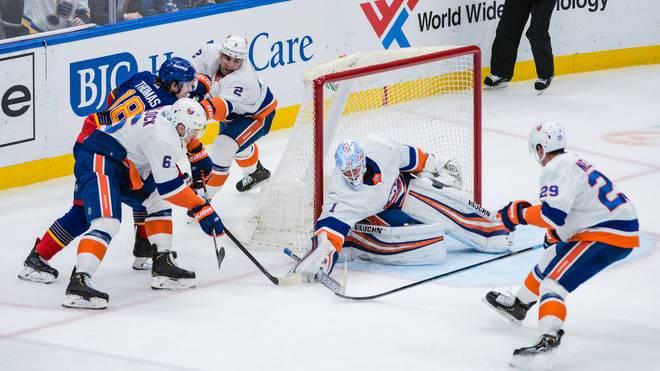Thomas Greiss (2.v.r.) hütet das Tor der New York Islanders in der NHL