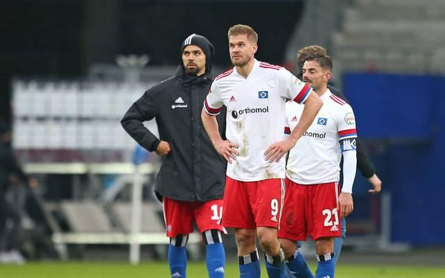 HSV-Torjäger Simon Terodde (M.) erlebt nach starkem Saisonstart eine Flaute