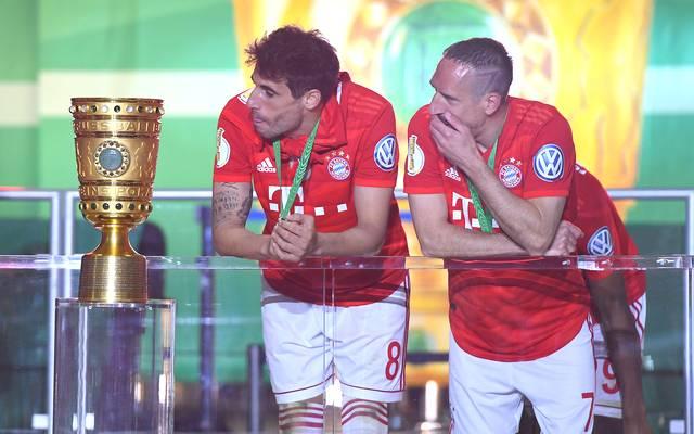 Javi Martínez (l.) und Franck Ribéry gewannen 2019 den DFB-Pokal mit dem FC Bayern