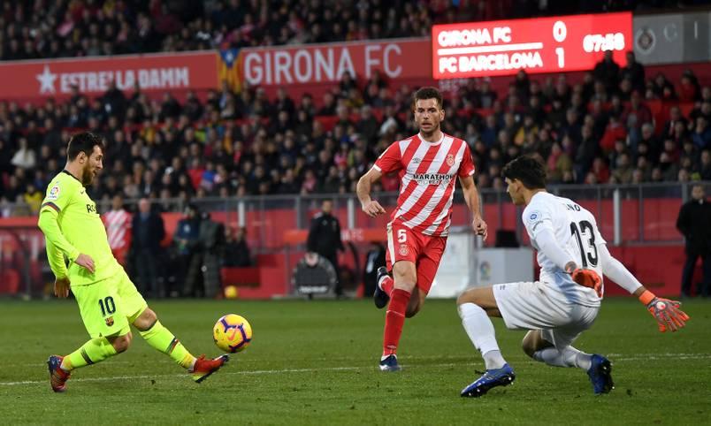Mit einem herrlichen Lupfer erzielt Lionel Messi beim Sieg des FC Barcelona beim FC Girona den 2:0-Endstand - und erweitert damit seine persönliche Stadien-Sammlung. Das Montilivi ist das 37. spanische Stadion, in dem der Superstar in La Liga erfolgreich ist (Stand: 28. Januar 2019)