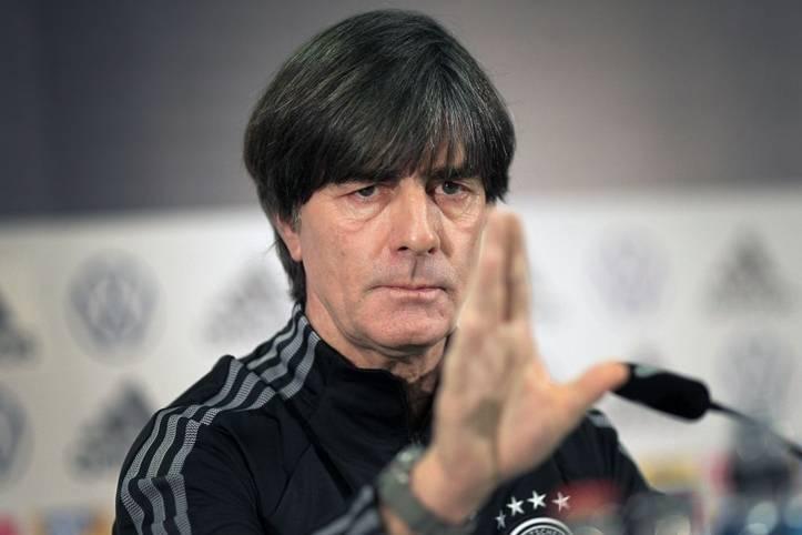 """Das Ticket für die EM 2020 hat die deutsche Nationalmannschaft souverän gelöst. Dennoch ließ Bundestrainer Joachim Löw mit Blick auf das Turnier aufhorchen. """"Aktuell gehören wir nicht zum Favoritenkreis, weil andere Mannschaften weiter sind"""", meinte Löw"""
