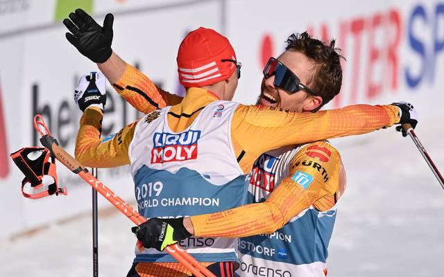 Eric Frenzel und Fabian Rießle freuen sich über ihren dritten Platz