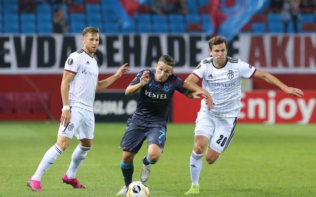 Donis Avdijaj (Mitte) spielte zuletzt für Trabzonspor