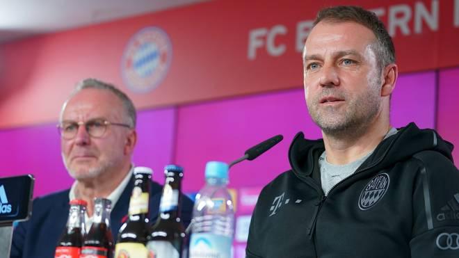 Hansi Flick (r.) hat seinen Vertrag beim FC Bayern bis 2023 verlängert
