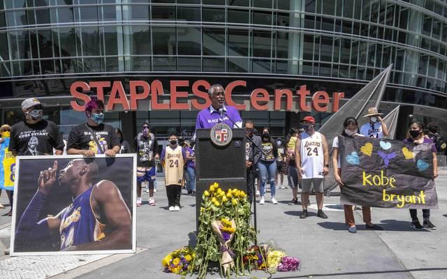 Ein Teil der Straße vor dem Staples Center der Lakers in Los Angeles wird nach Kobe Bryant benannt
