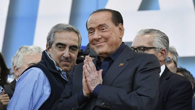Silvio Berlusconi (r.) war viermal Ministerpräsident in Italien
