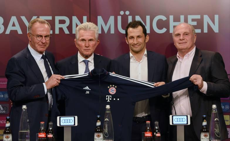 Um 11.31 Uhr startete Jupp Heynckes (2.v.l.) in seine vierte Amtszeit beim FC Bayern. Nach seiner offiziellen Vorstellung in der Allianz Arena folgte an der Säbener Straße die erste Trainingseinheit. SPORT1 zeigt die Bilder von Heynckes' erstem Tag in München