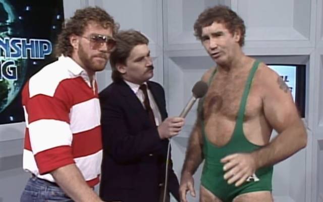 Bob Armstrong (r.) bei einem WCW-Auftritt in den Achtzigern mit Sohn Brad (l.) und Tony Schiavone