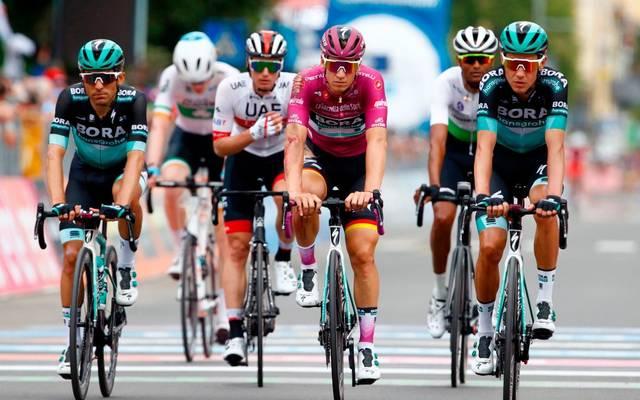 Pascal Ackermann (Mi.) vom Team Bora-hansgrohe sprintet zum Etappensieg bei der Sibiu Tour