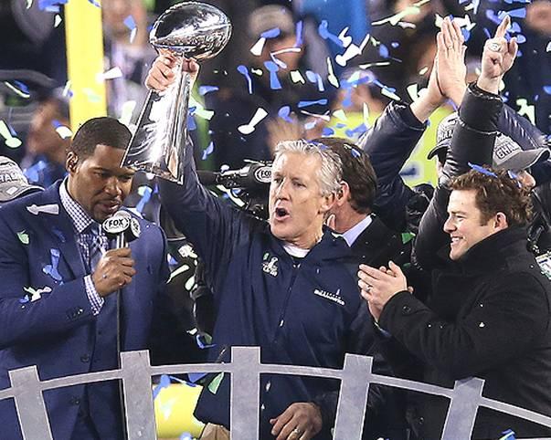 Was für ein Spiel! Super Bowl XLVIII nimmt einen Verlauf, den wirklich niemand vorhergesagt hatte. Coach Pete Carroll und seine Seattle Seahawks vernichten die Denver Broncos mit 43:8 und holen die Vince Lombardi Trophy zum ersten Mal nach Seattle. In der Halbzeit rockt Bruno Mars mit den Red Hot Chilli Peppers. SPORT1 zeigt die besten Bilder des Super Bowls