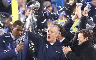 Wer reckt im Februar 2015 die Vince Lombardy Trophäe in den Himmel? Beim Super Bowl XLVIII in New York triumphieren die Seattle Seahawks. Für Ausgabe 49 des Mega-Events ist die Liste der Anwärter wieder lang, der Kampf um die Krone wird knallhart. Welche