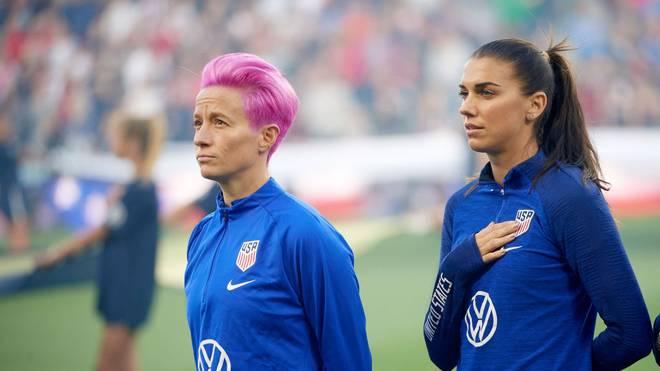 Megan Rapinoe (l.) und Alex Morgan kämpfen für gleiche Bezahlung der US-Fußballerinnen