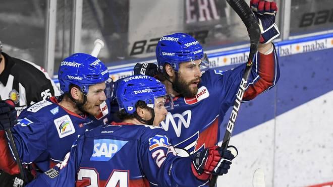 Die Adler Mannheim gewinnen ihr erstes Halbfinalspiel