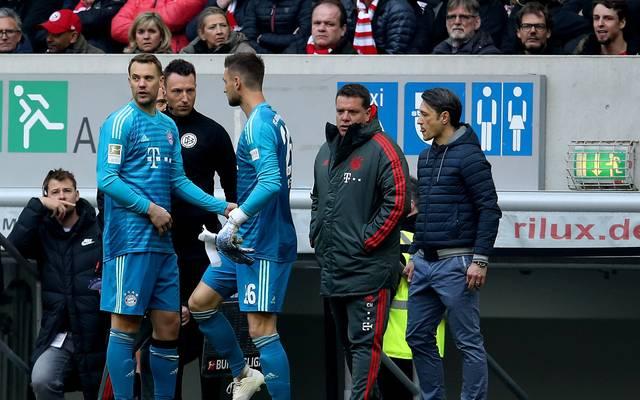 Bayern-Torwart Manuel Neuer (l.) muss mit Muskelfaserriss zuschauen, Sven Ulreich wird ihn vertreten