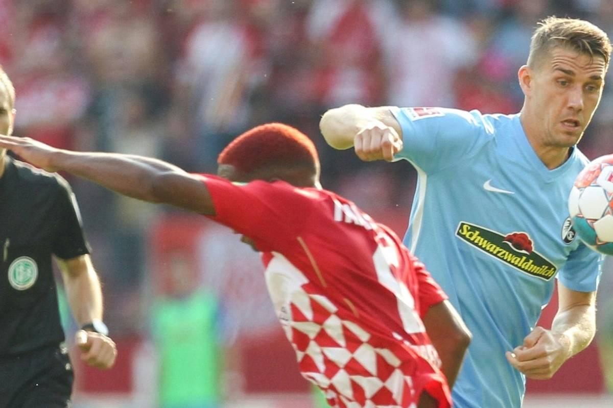 Fußball-Bundesligist SC Freiburg muss in den kommenden Wochen auf Angreifer Nils Petersen verzichten.