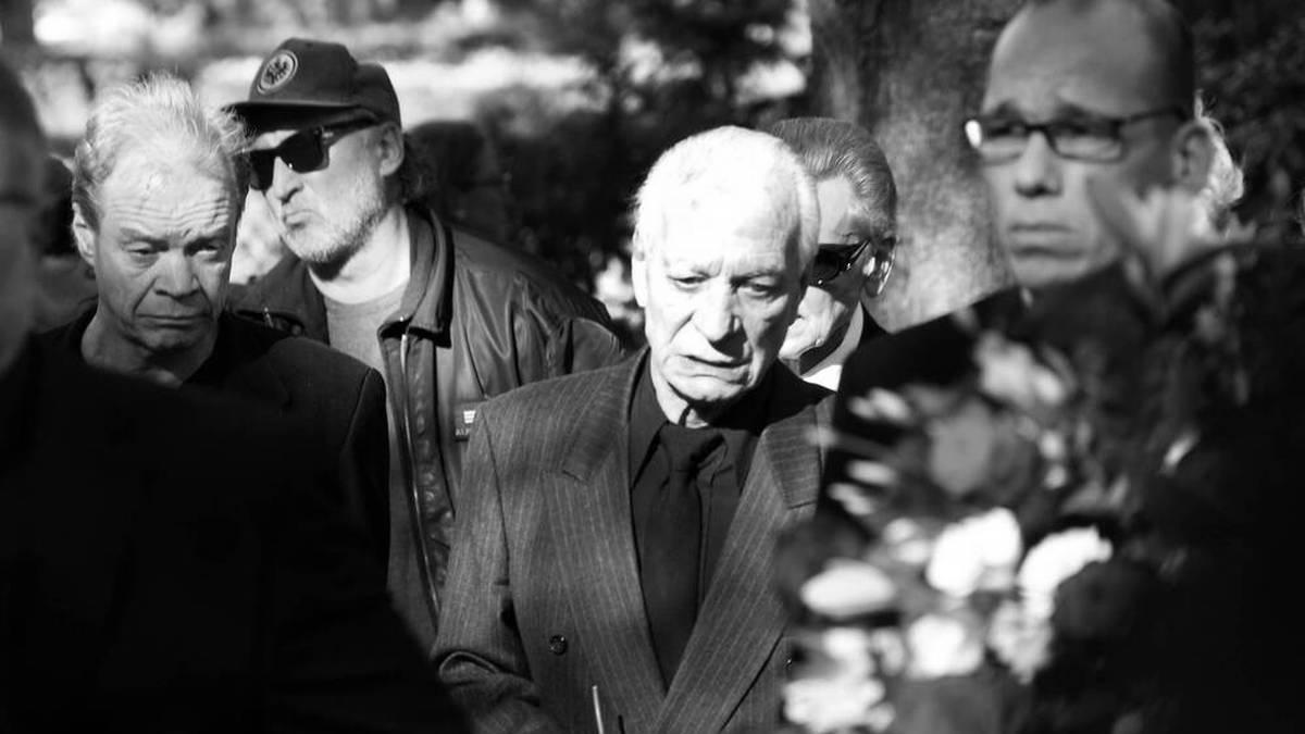 Zanubio Rocchigiani trauert bei der Beerdigung von Sohn Graciano