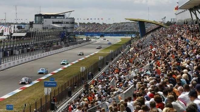 DTM-Premiere auf dem TT Circuit in Assen: Die Ränge waren gut gefüllt