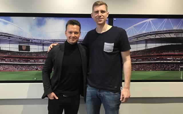 SPORT1-Chefreporter Florian Plettenberg (l.) traf Per Mertesacker auf dem Gelände der Jugend-Akademie im Norden Londons.