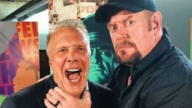 WWE-Legende The Undertaker stand dem Pastor Ed Young Rede und Antwort